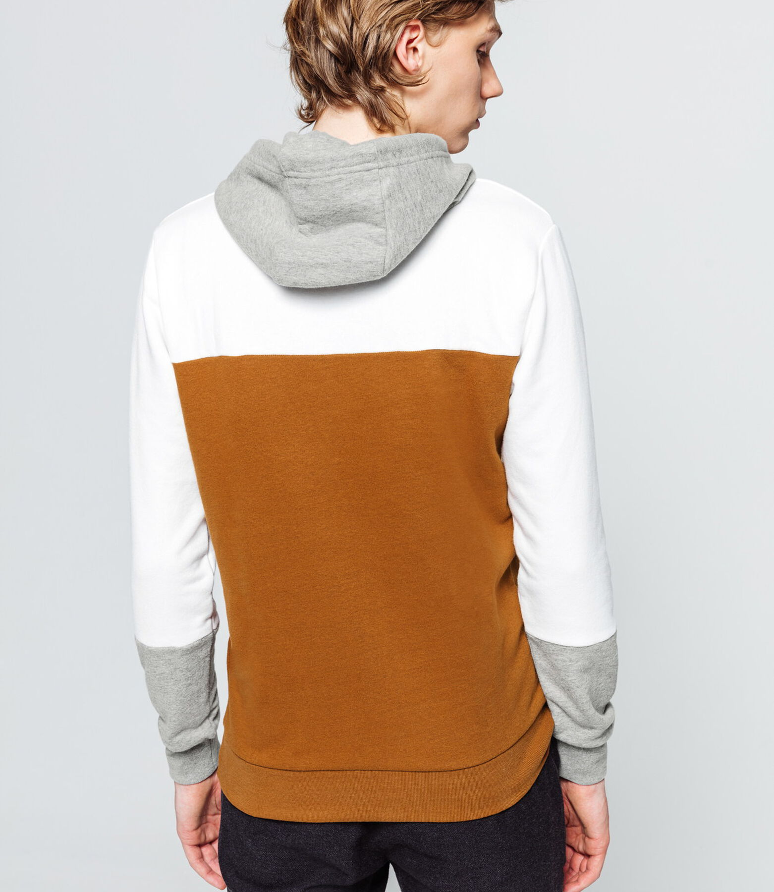 Sweat léger enfilé capuche colorblock