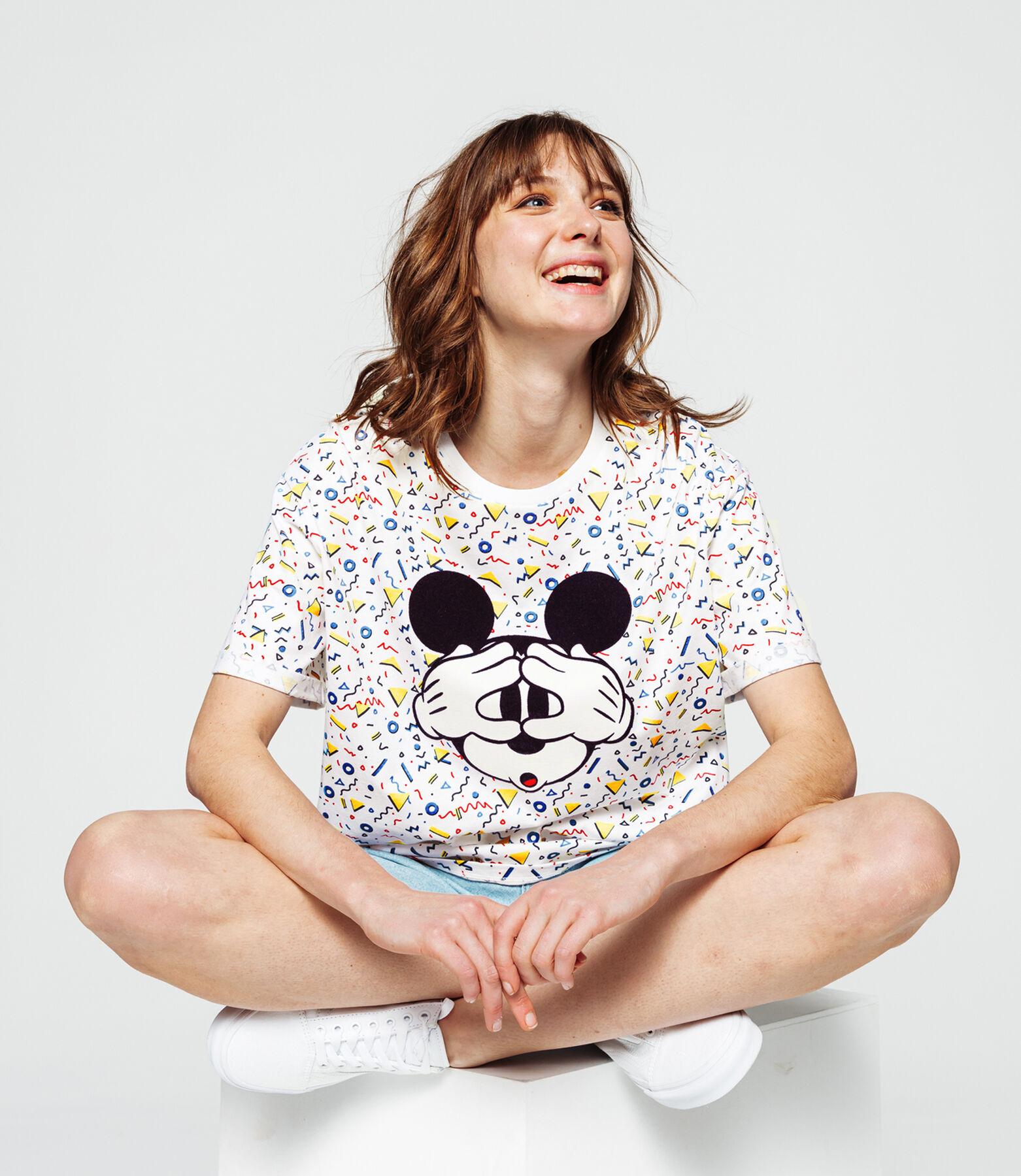 T-shirt licence Mickey sur fond imprimé memphis