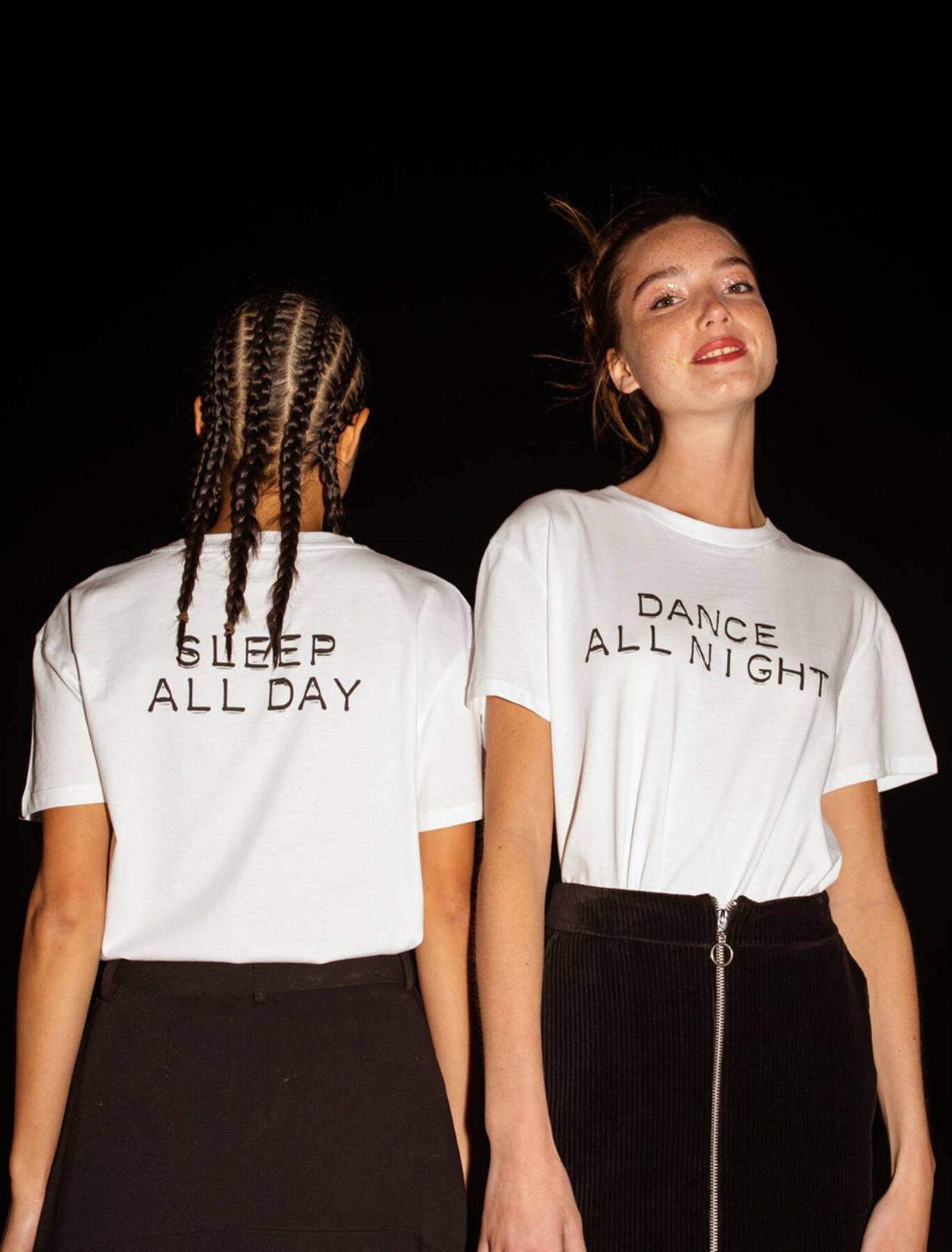 "T-shirt en coton bio humour ""Dance all night sleep"