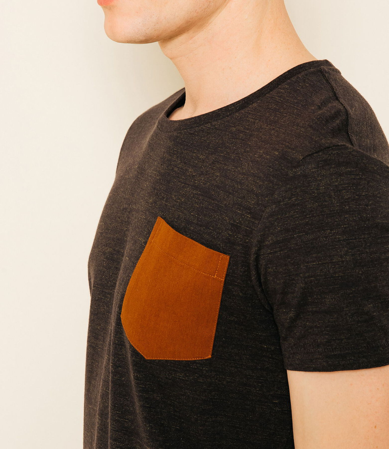 T-Shirt Injecté Poche contrasté