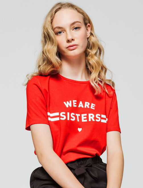 """T-shirt message """" We are sisters"""" femme"""