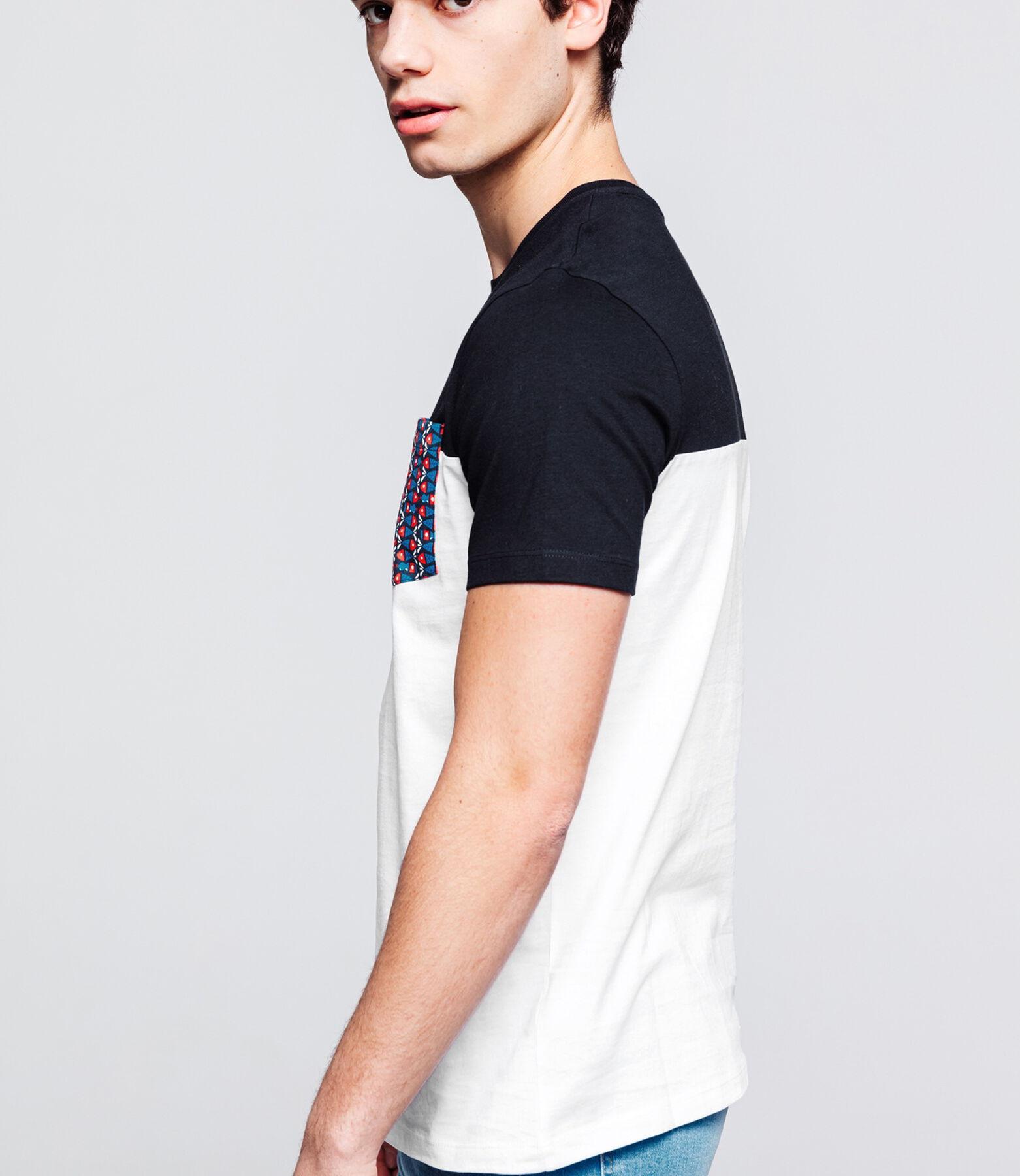 T-shirt avec poche imprimée en 100% coton issu de
