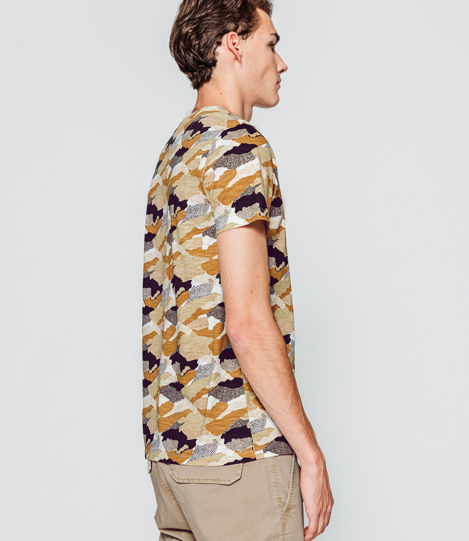 T-shirt all over imprimé camouflage
