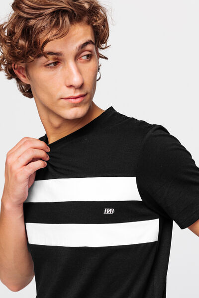 T-shirt bandes placées