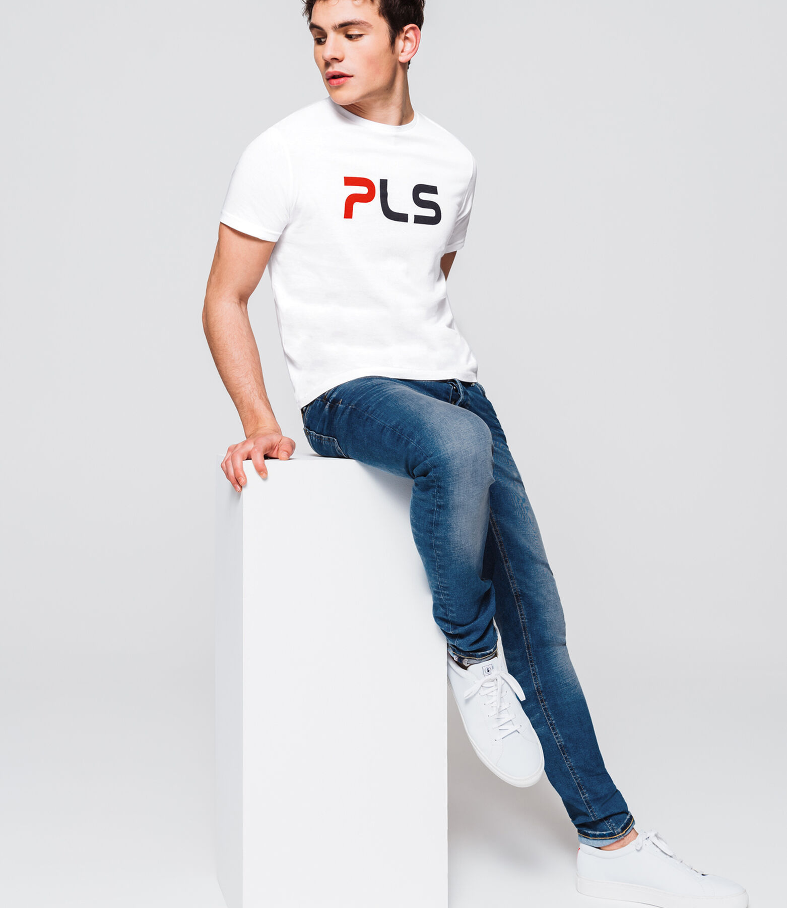 T-shirt message PLS