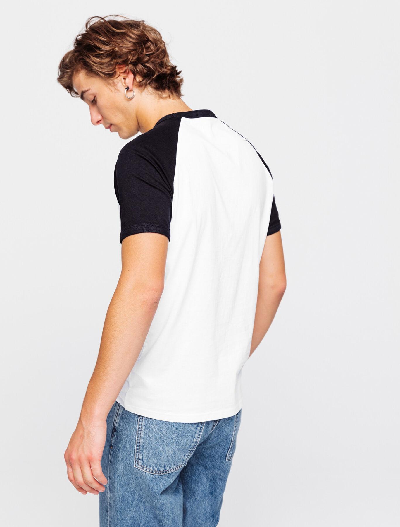T-shirt avec print devant et col contrasté