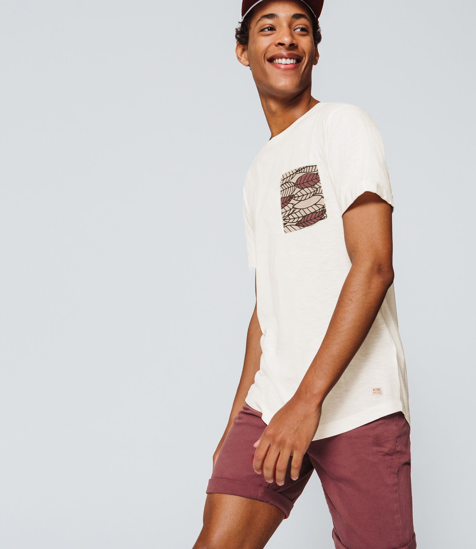 T-shirt uni poche feuilles graphiques