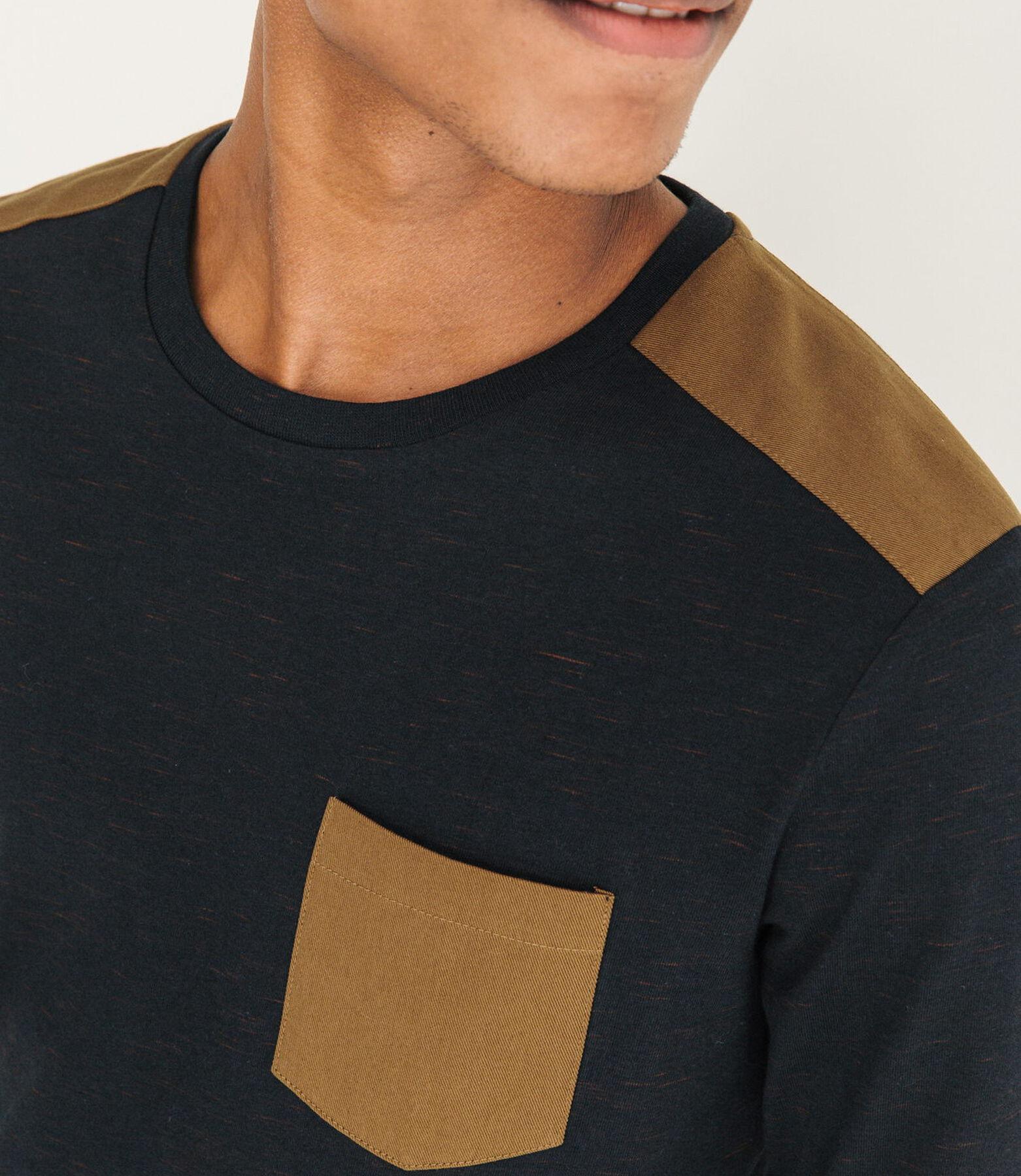 T-shirt matière fantaisie et patch épaules