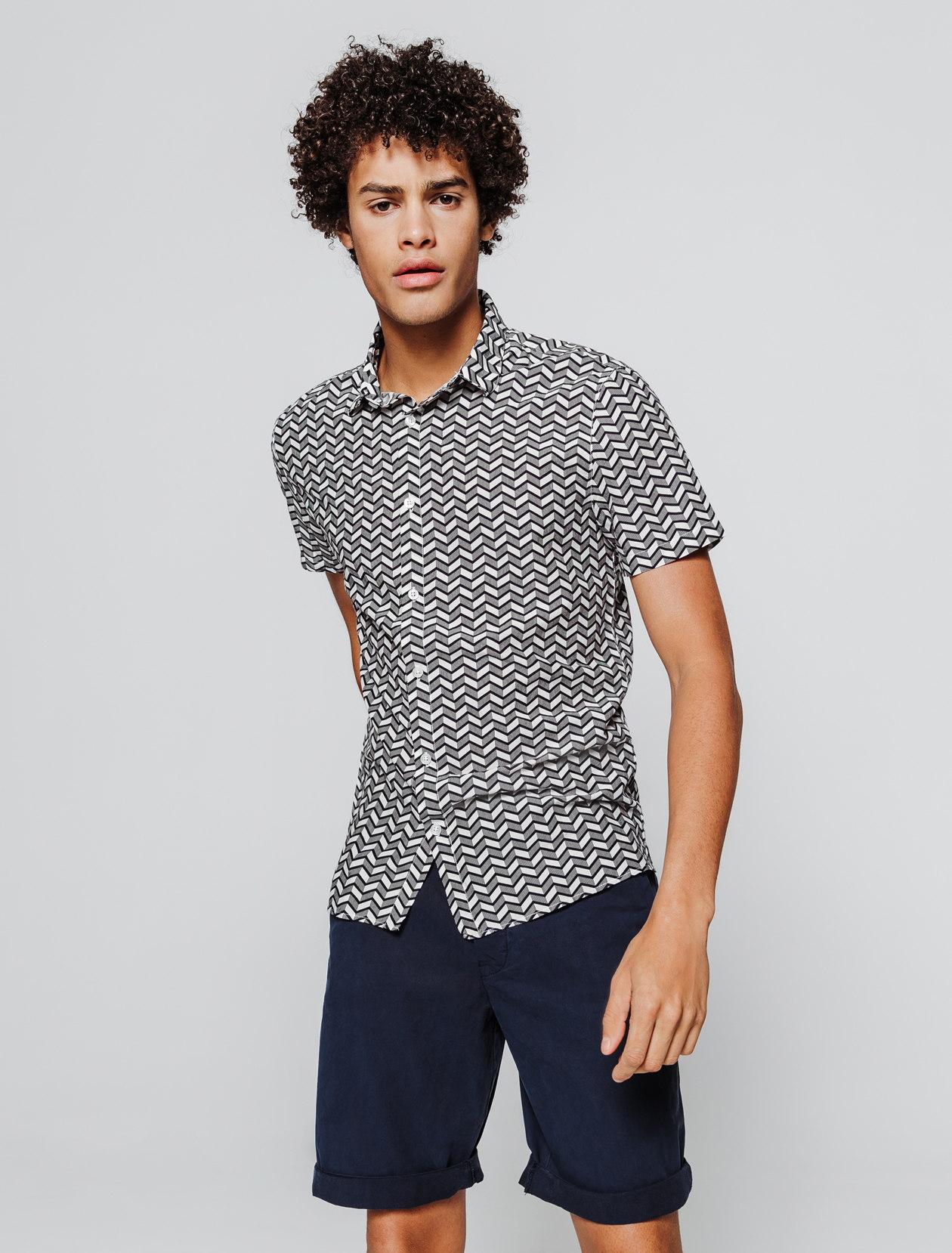 Chemise manches courtes imprimée géométrique homme